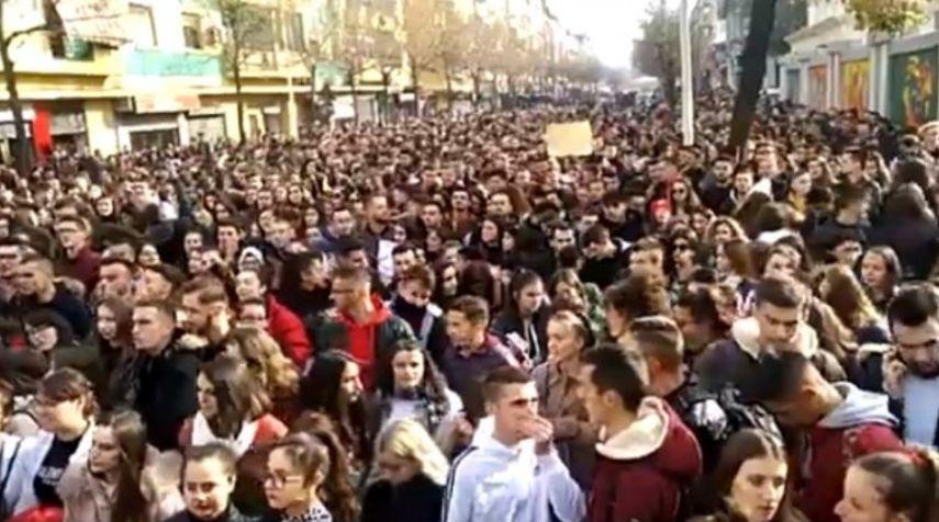 Studentët: Të mos guxojë kush të shkojë për dialog me Ramën (VIDEO)