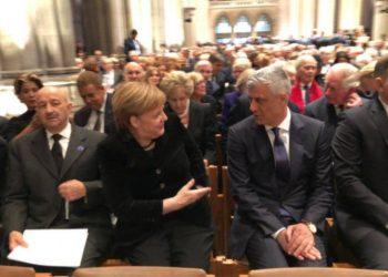 Për inat të serbëve, Thaçi ulet pranë Merkelit në SHBA
