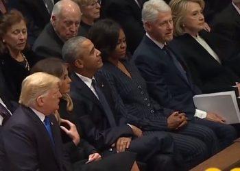 Trump edhe në varrim le nam, si sillet me Obamën dhe Bill Clinton (VIDEO)