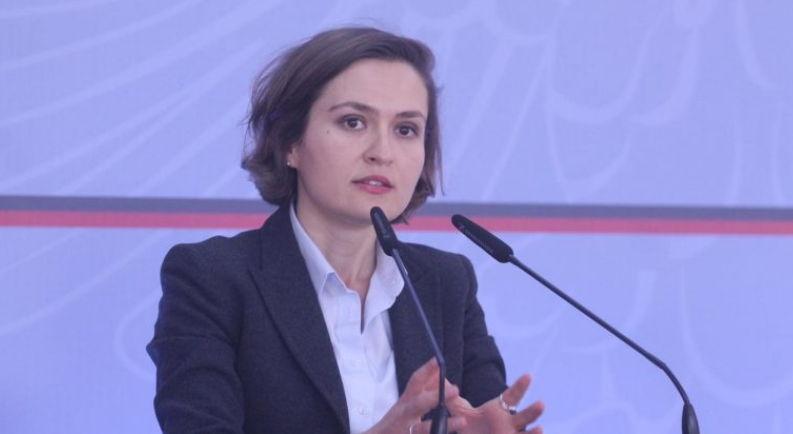 Ministrja e re e Arsimit thirrje studentëve: Mos bllokoni sekretaritë