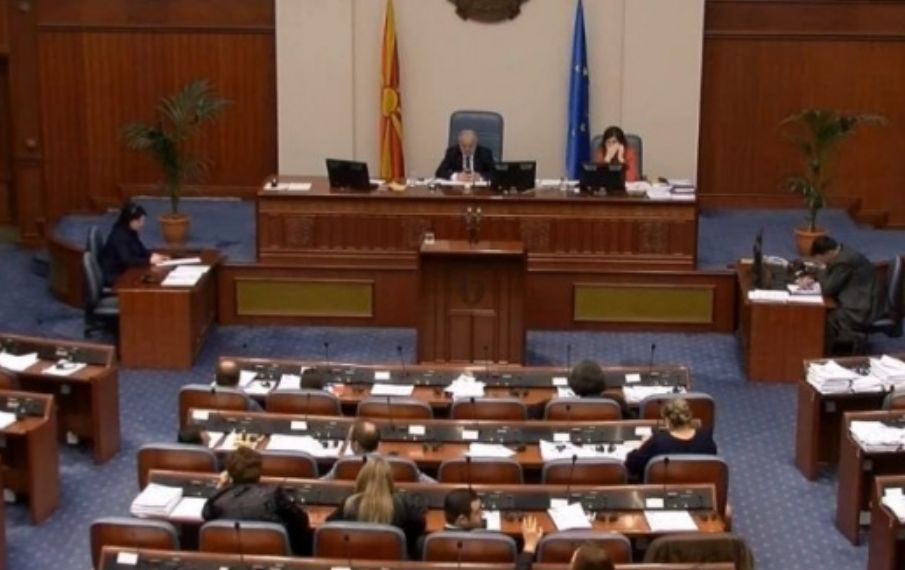 Maqedonia ndryshon Kushtetutën, zyrtarisht bëhet 'Maqedonia e Veriut'