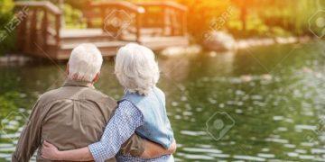 Pse gruaja plaket përpara burrit?