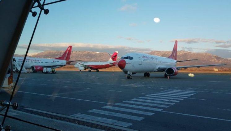 """""""Air Albania"""" ulet në Rinas, a niset drejt një destinacioni?"""