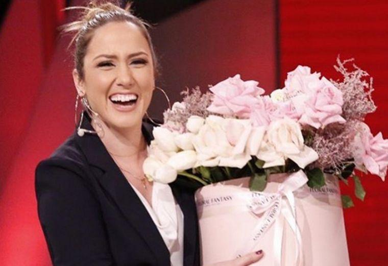 Cilesohet si prezantuesja më e mirë por fansat kritikojnë veshjen e saj
