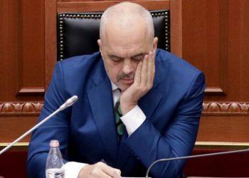 Shah-Mat: Ramës nuk e i ka mbetur gjë tjetër, veçse ta nisë ditën duke u lutur!