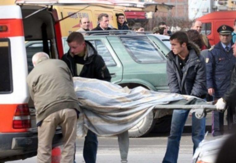 U sulmua nga qentë e rrugës, humb jetën gruaja në Berat