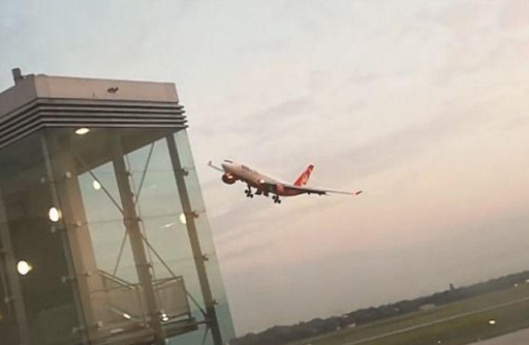 Tmerroi pasagjerët në qiell, piloti hiqet nga puna pas manovrave