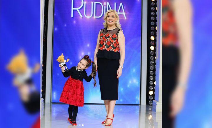 Motra e surprizoi live në emision, moderatorja e njohur përlotet nga mesazhi
