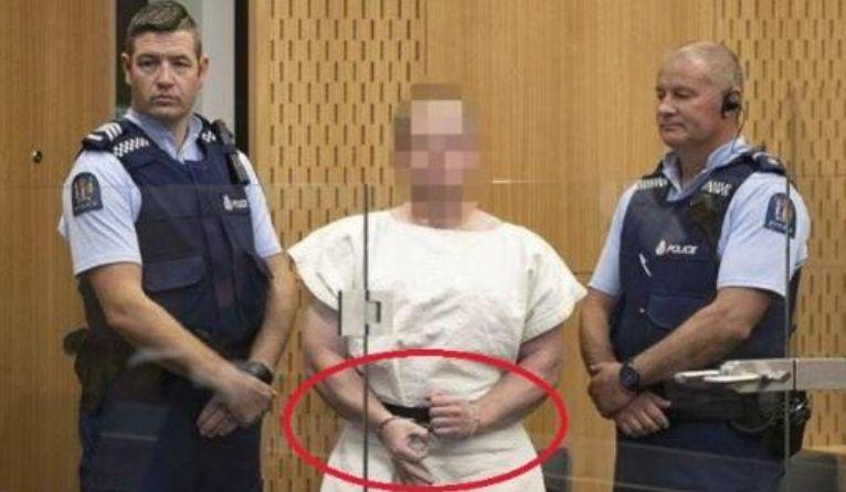 Çfarë do të thotë simboli me tre gishta që bëri në gjyq shkaktuesi i tragjedisë në Zelandë e Re