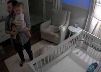 """E çuditshme, fjala e parë e kësaj vogëlusheje nuk ishte """"mami"""" as """"babi"""", por diçka e pazakontë (VIDEO)"""