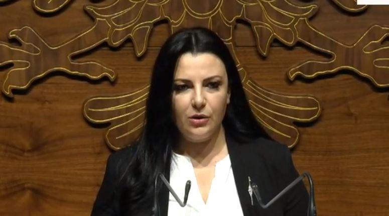 """Ministrja Balluku: 'Kutia e Pandorës' u hap, kinezët vetëm kanë """"vjelë"""" para nga ne dhe qytetarët"""