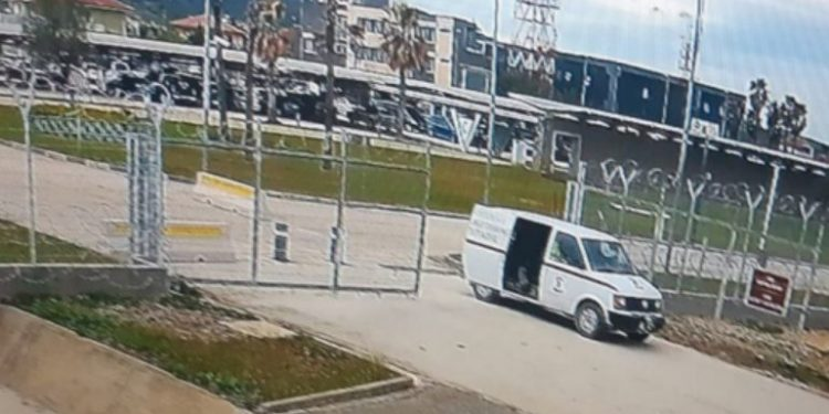 Skema e grabitjes, pse mbahej hapur dera e furgonit