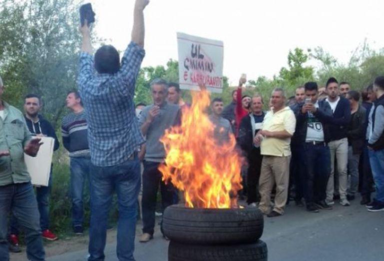 PD nis të djegë goma në protestë