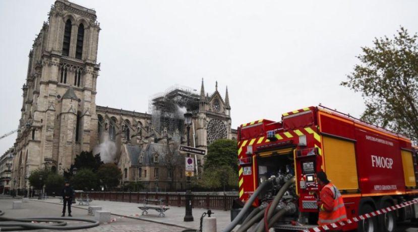 Premtohen qindra miliona euro për ringritjen e katedrales Notre Dame