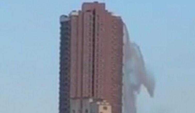 Tërmet në Filipine, shpërthen frikshëm uji nga pishina në katin e sipërn të ndërtesës (VIDEO)