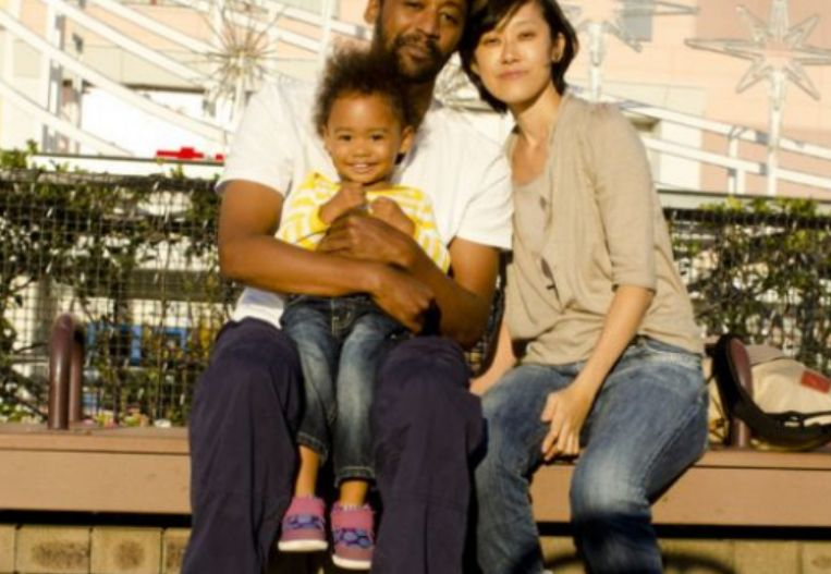 Të jesh me ngjyrë në Japoni është tmerr, afro-amerikani rrëfen vuajtjet e bijës