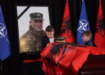 Kuvendi mban një minutë heshtje për Major Klodian Tanushin (FOTO)