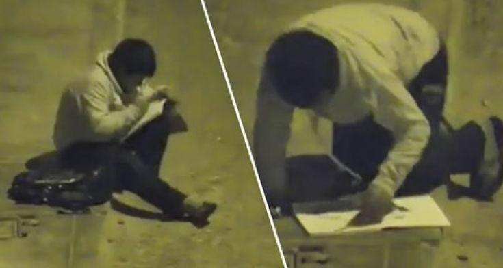 Pa djaloshin e varfër duke bërë detyrat në rrugë, gjesti i milionerit kur e sheh i ndryshon jetën përgjithmonë