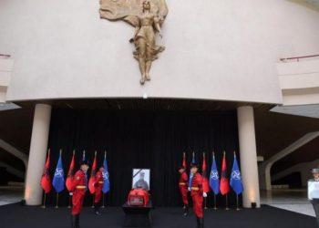 Shqipëria në zi. Homazhe për Nëntetaren që humbi jetën Zarife Hasanaj (FOTO)