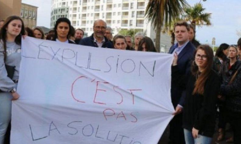 I gjithë komuniteti në qytezën franceze del në mbrojtje të familjes shqiptare: Mos i dëboni