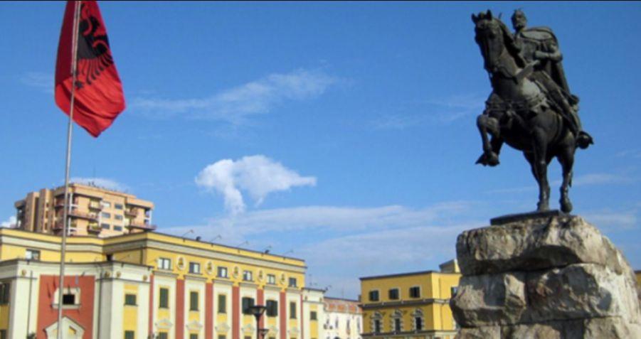 Skënderbeu i Tiranës a është kopje e një monumenti rus? (FOTO)