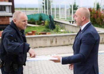 Haradinaj qeras policët me ëmbëlsira për Bajram
