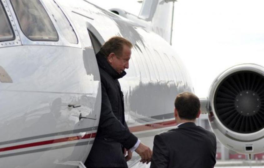 Sa kushtoin avioni privat i Pacollit dhe tetë makinat luksoze (FOTO)