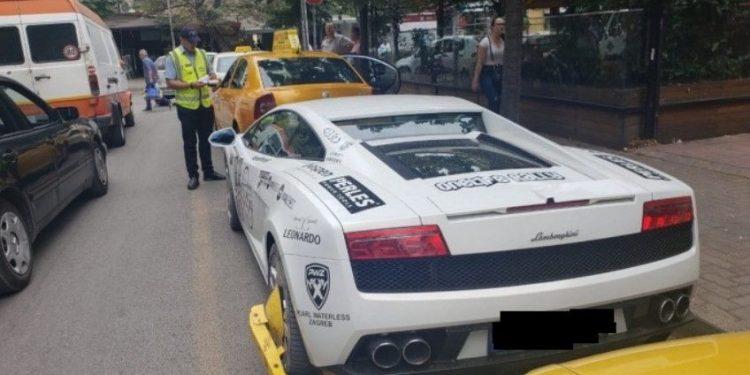 Parkoi keq nëpër Tiranë, bashkia i bllokon Lamborghini-n