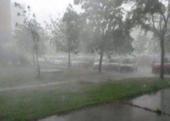 Stuhia paralizon Shqipërinë qendrore, shi, rrufe dhe erëra të forta
