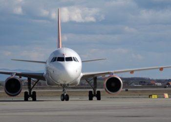 """""""Fluturojnë"""" çmimet e biletave të avionëve nga Shqipëria, 300-400 euro në një drejtim"""