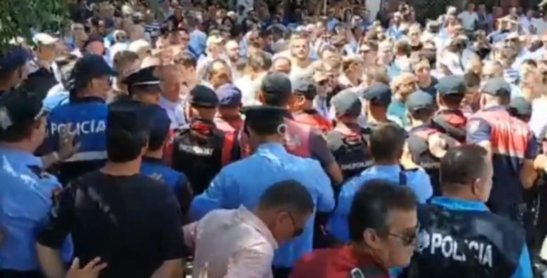 Protestë në Shkodër përpara Komisariatit të Policisë! Çfarë pritet të ndodhë?