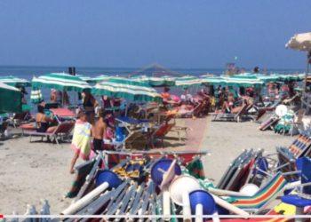 Procedohen drejtorët e Taksave në Durrës dhe Lezhë, lejuan zaptimin e plazheve