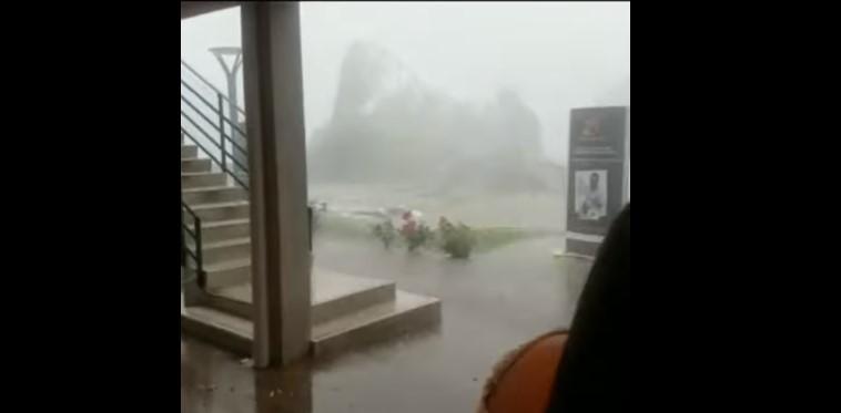 Çmendet moti në Itali, cikloni sjell shkatërrim në Bolzano (VIDEO)