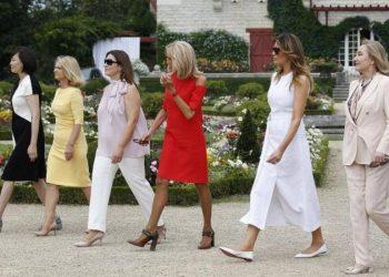 Elegante dhe plot sharm, gratë e liderëve të G7 shëtisin në kopshtin me trëndafila (FOTO)