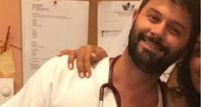 """Italianët e quajnë """"hero"""", mjeku shqiptar le nusen në altar dhe shpëtoi një jetë në ditën e dasmës së tij"""