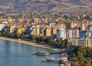 Pushime të lira në Pogradec; Çmimet shumë herë më të ulëta se në bregun tjetër (VIDEO)