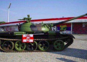 """""""Serbët vendosin tank tek stadiumi para ndeshjes, kjo provokon rëndë kroatët"""""""