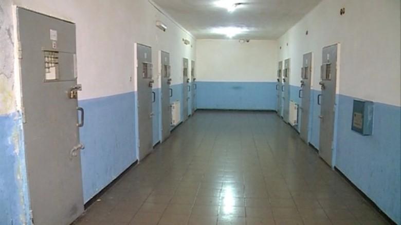 """Brenda burgut të egër """"313"""", si do izolohen bosët e krimit në qelitë e tmerrit, zero shanse për arratisje (VIDEO)"""