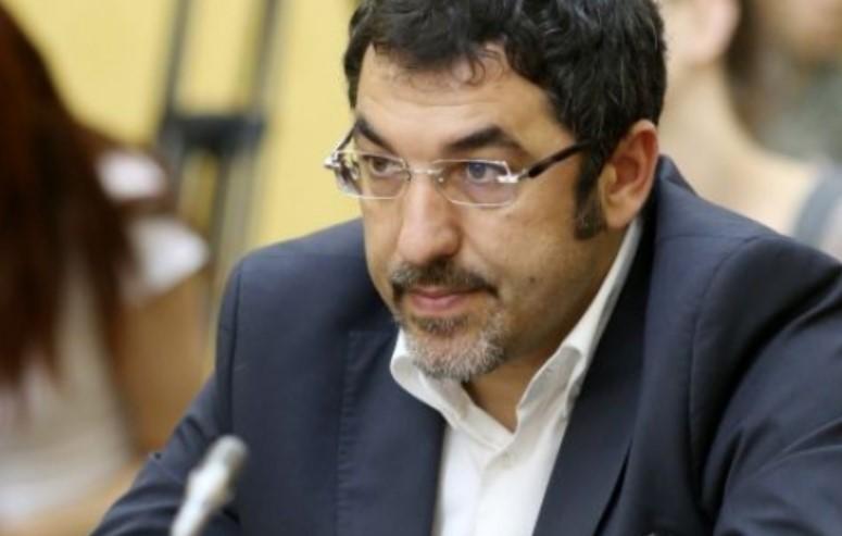 Ministri i Edi Ramës qëllohet me karrige kokës