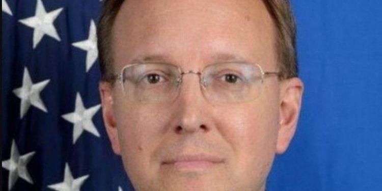 Zyrtari amerikan i tërheq vëmendje qeverisë për krizën politike