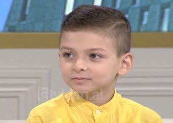E jashtëzakonshme! Shihni çfarë ka bërë ky fëmijë shqiptar në Francë (VIDEO)