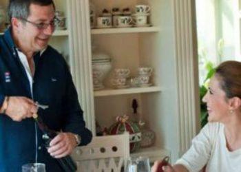 Festë në familjen e Majlinda Bregut, bashkëshorti i ish-ministres feston ditën e veçantë, e bija i bën surprizën që nuk e priste (FOTO)