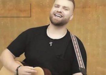 Më në fund e tha hapur! Këngëtari i njohur vjen në spektakël me të dashurën e zemrës, Gent Zenelaj e 'ngacmon'