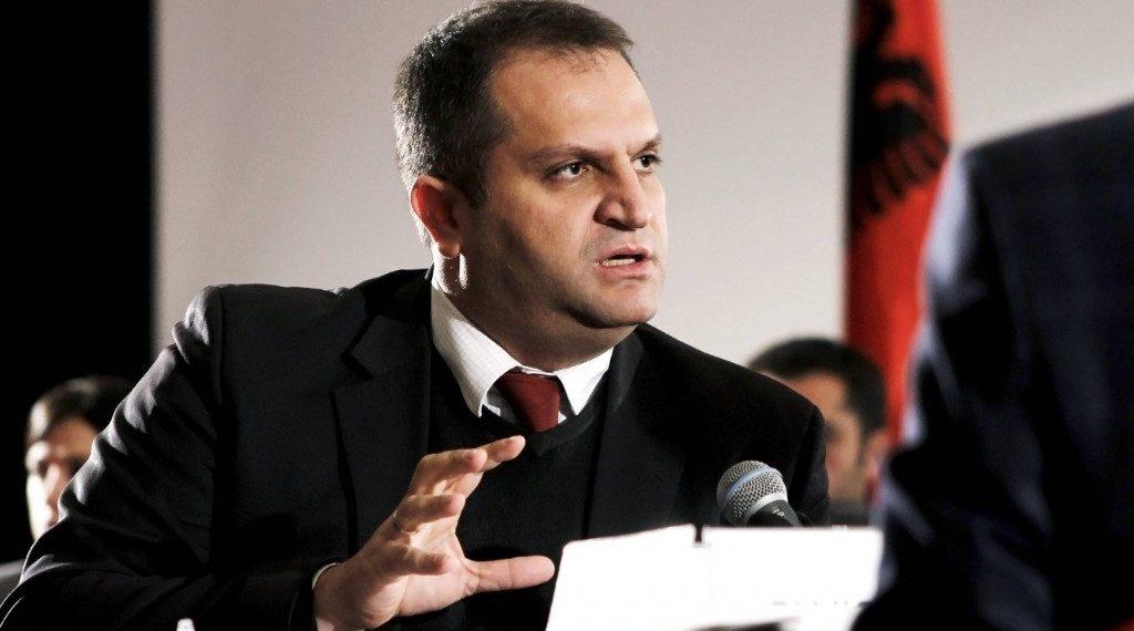 Nis një peticion për shkarkimin e Shpend Ahmetit nga pozita e kryetarit të Prishtinës