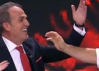 Moderatori Edi Manushi bën gafën e madhe në mes të emisionit me tenorin Kastriot Tusha (FOTO)
