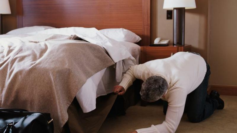 Mitet që po çmendin botën: Këto objekte nuk duhet ti mbani kurrë nën krevat