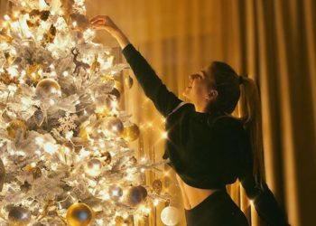 Festat e fundvitit nuk nisin më në dhjetor për yjet, ja atmosfera pozitive në shtëpitë e tyre (FOTO/VIDEO)
