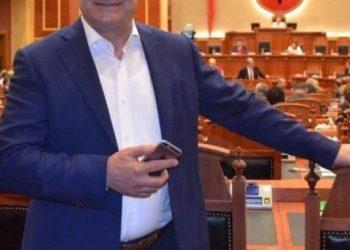 Dikur riparonte makina, sot ndër politikanët shqiptar më jetë gjatë (VIDEO)