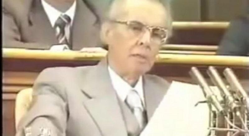 Fjalimi i Enver Hoxhës që tronditi botën: Shqiptarët do të ngrihen në këmbë, do ti presin agresorët me pushkë (VIDEO)
