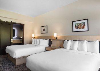 Arsyeja pse hotelet kanë gjithmonë çarçafë dhe jastëkë të bardhë